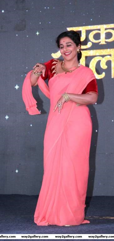 Vidya Balan was seen shaking her leg to the song Shola Jo Bhadke at the event This is Vidyas debut Marathi film
