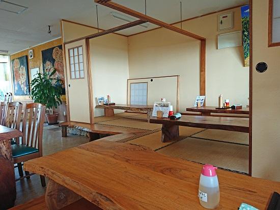 久高島そば家の店内の写真