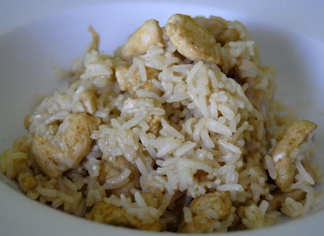 Arroz con Pollo y Curry a la cazuela (Jia Lï ji Fàn Bao)