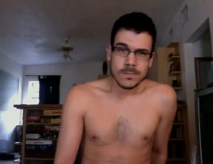Vídeo Amador - Barbudinho gostoso metendo o consolo no Cu