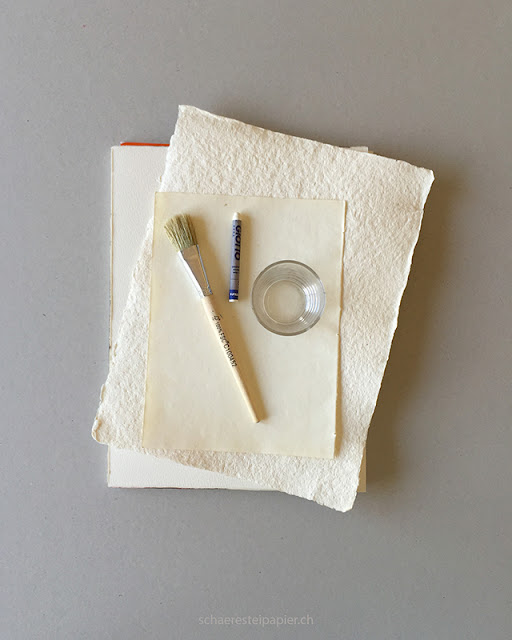 schaeresteipapier selber wasserfarbe herstellen hibiskus und tagetes. Black Bedroom Furniture Sets. Home Design Ideas