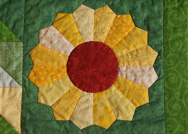 The Sunny Sampler - dresden plate block