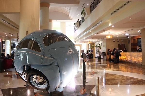 karya seni di lobby hotel grand candi semarang