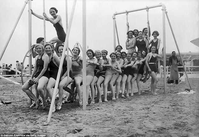 columpio en la playa, en la foto en 1936