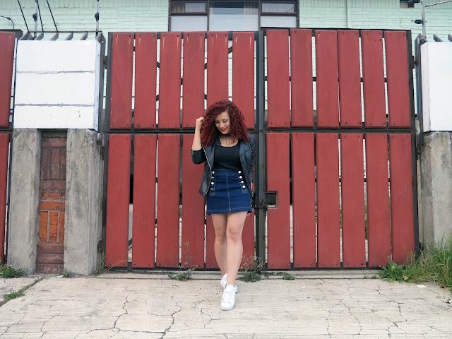 http://www.tastemycloset.com/2016/12/buttoned-skirt.html