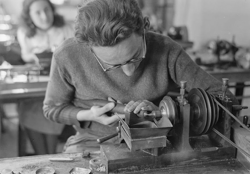 Jew Detector: Israel's History In Pictures:Jewelry Making