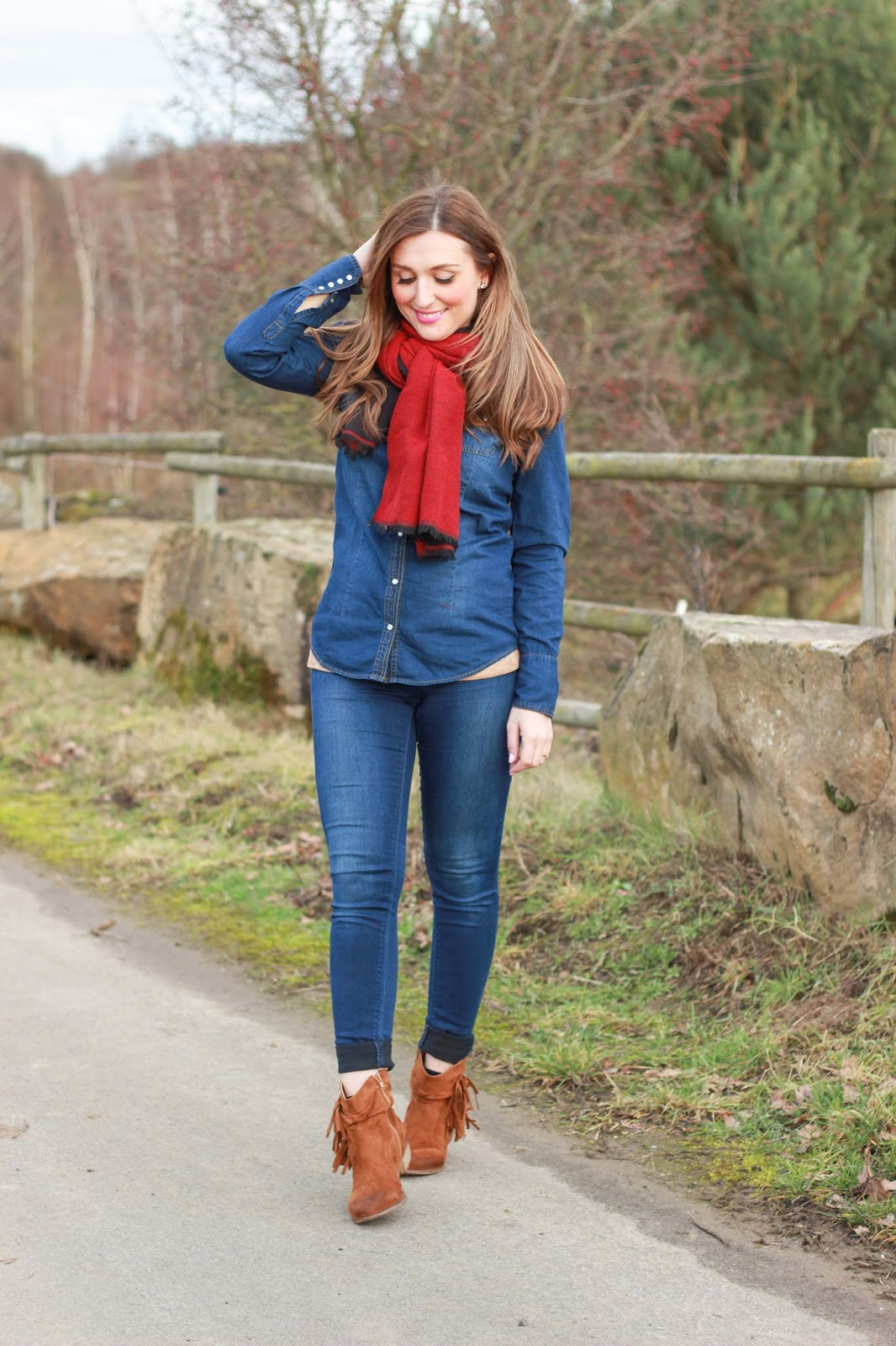 Roter Schal - Deutschlands beste Modeblogger - Modeblogger aus Deutschland - Deutsche Modeblogger - Fashionblogger - Fashionblog - Deutsche Fahionblogger - German Fashionblogger - Fashionblogger from Germany - Denim Look - Denim Outfit