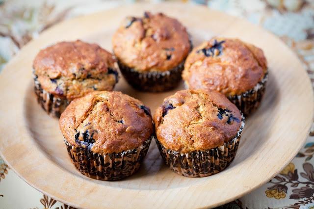 Owsiane muffinki z borówką i jabłkiem