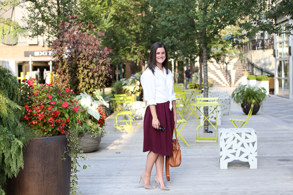 Burgundy-midi-skirt-for-fall