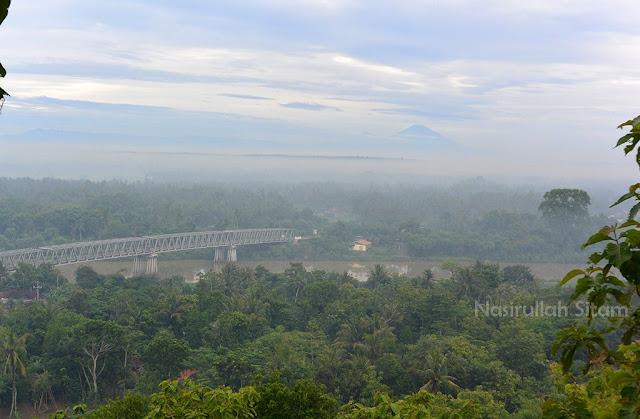 Pemandangan dari Watu Lumbung
