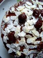 Torta alla crema di mandorle e ciliegie