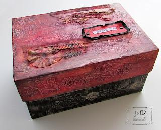 http://juldhandmade.blogspot.gr/2016/11/gift-box.html