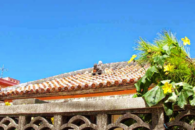 blue sky, traditional tiled roof, shisa, flowers
