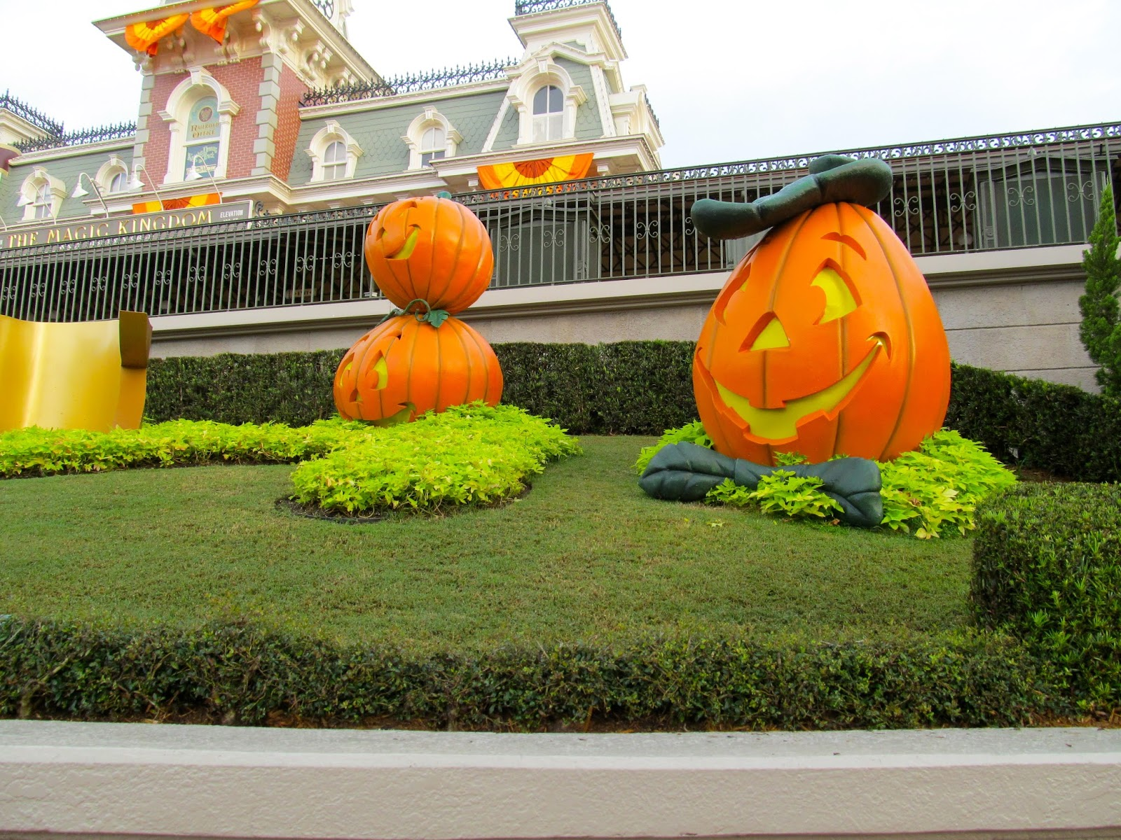 The Fall at the Magic Kingdom, Walt Disney World - FL - www.ouroutdoortravels.blogspot.com