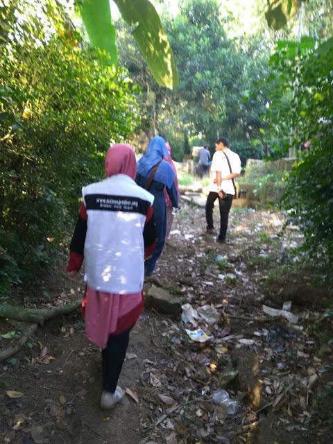 Team Relawan Kemanusiaan Lazismu menuju rumah Amirudin