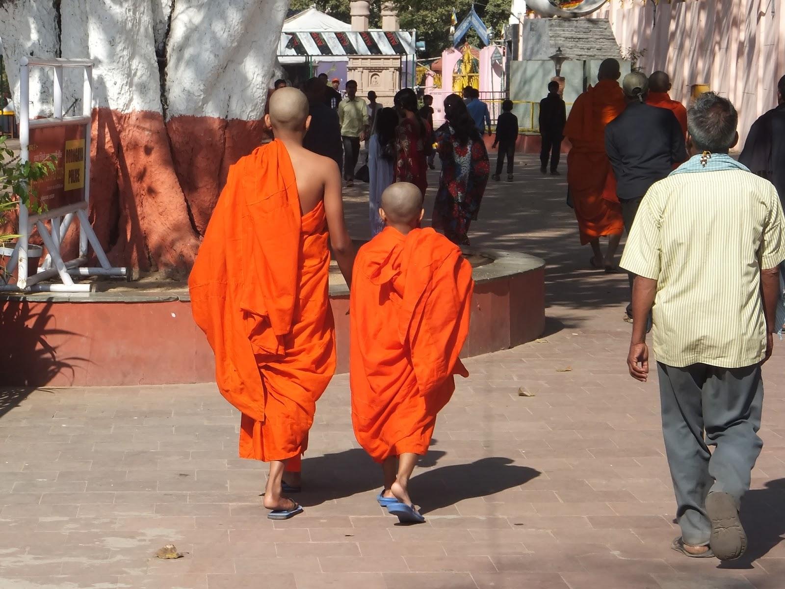 маленький мальчик монах-буддист