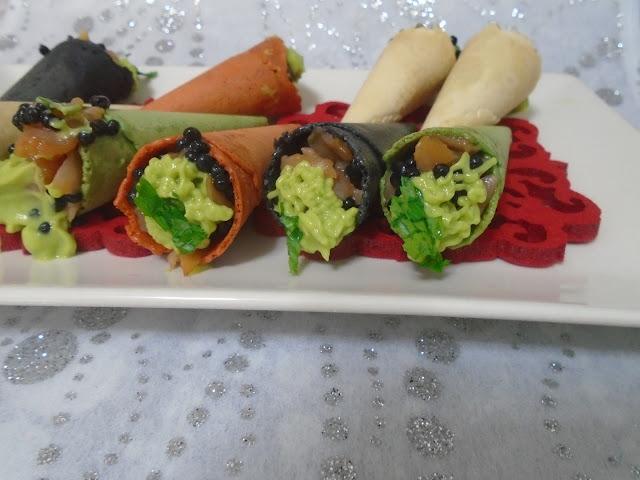 miniconos crujientes con tartar de salmón y sucedáneo de caviar