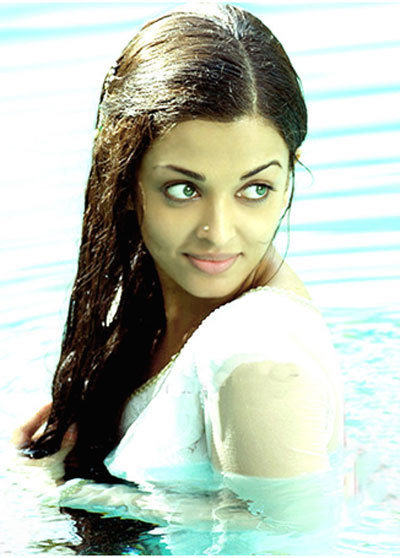 Glowing Aishwarya without makeup