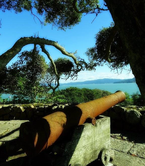 Canhão apontado para a Praia do Forte, Florianópolis