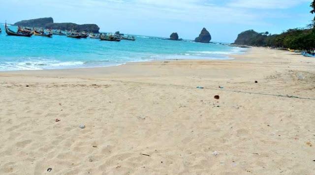 Pantai Papuma Jawa Timur