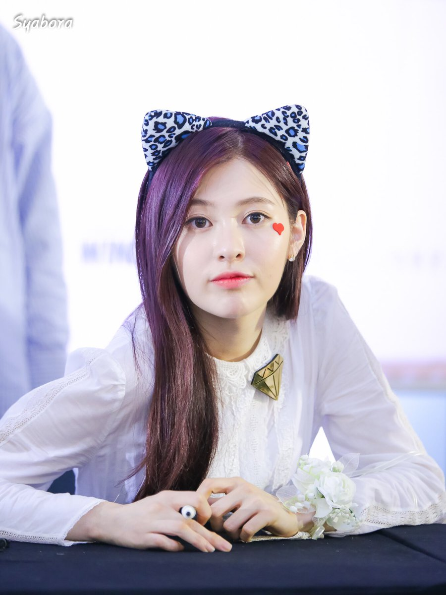 DIA Yebin Is An Adorable Catwoman! | Daily K Pop News