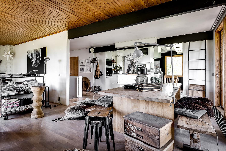 Scandinavian design villa with oriental and minimalist elements