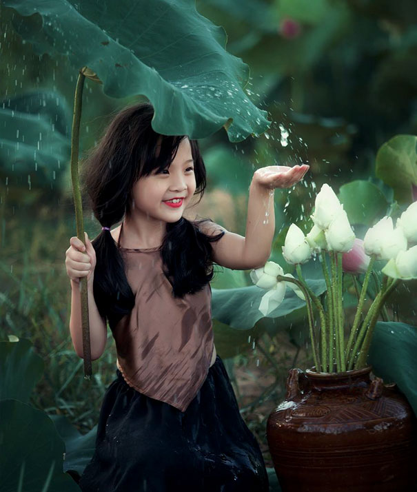 15+ Pics That Show Photography Is The Biggest Lie Ever - Girl Enjoying Rain