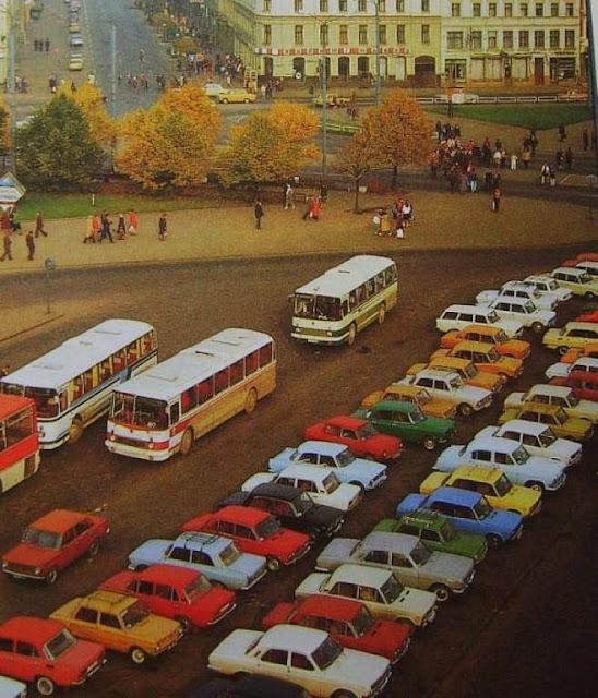 1980-е (?) годы. Рига. Привокзальная площадь. Стоянка