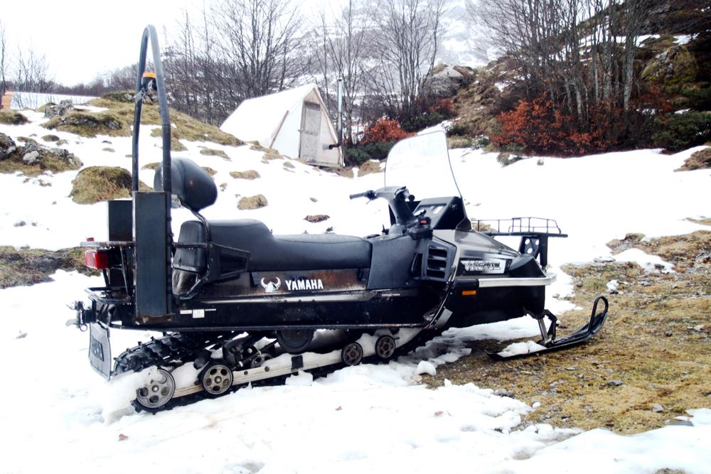 BLOG-MODE-HOMME_voayge-insolite-béarn-pyrénées-neige-sport-hiver-aventure-nordique-bain-bath-nuit-belle-étoile-snowpod-raquettes-chalet