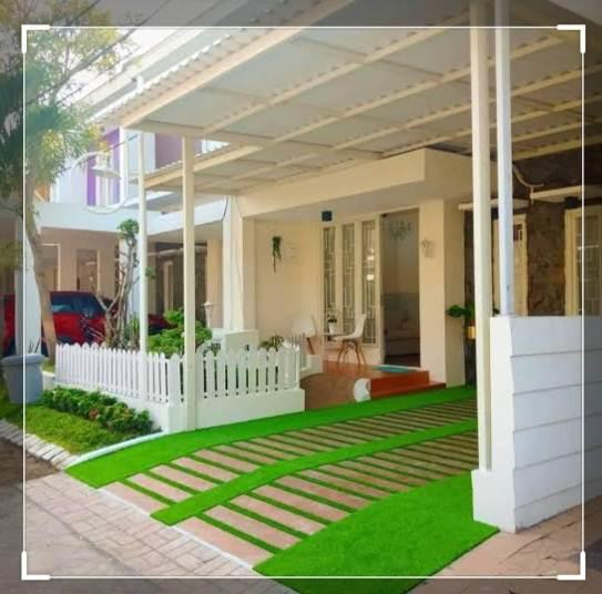 Lantai carport rumah minimalis type 45 dengan rumput sintetis