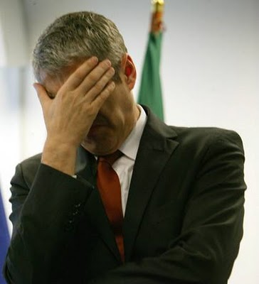 José Sócrates primeiro ministro portugal finanças cortes orçamento reduzir