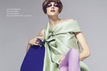 Kim Noorda Takes On Sixties Inspired Fashion In Mirror Mirror