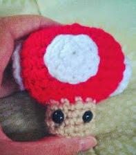 http://translate.google.es/translate?hl=es&sl=en&tl=es&u=http%3A%2F%2Fnicrochet.blogspot.com.es%2F2012%2F07%2Fmarios-super-mushroom-fee-amigurumi.html