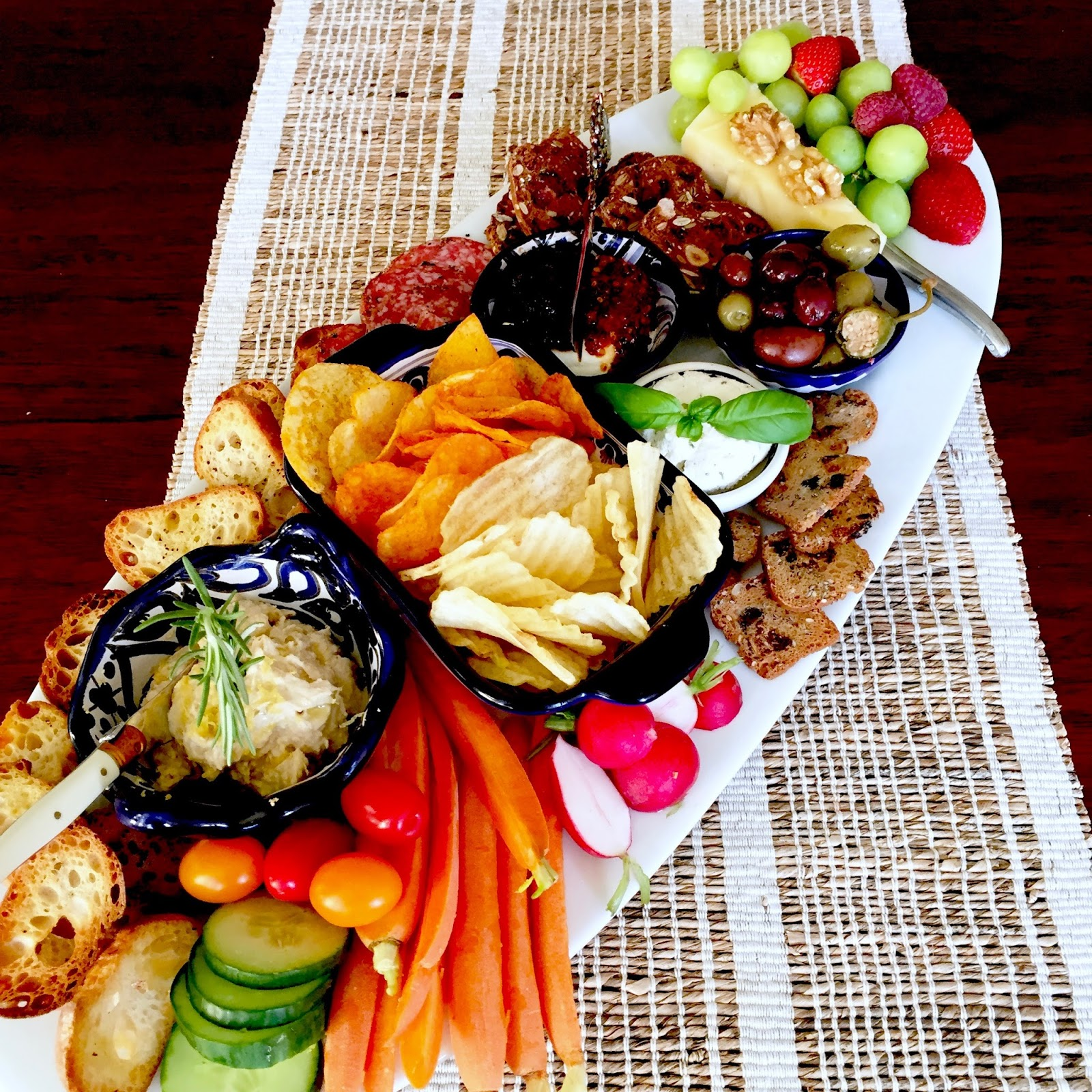 7 Top Tips For Throwing A Grand Party In A Small Home: Make Your Best Party Platter Ever!