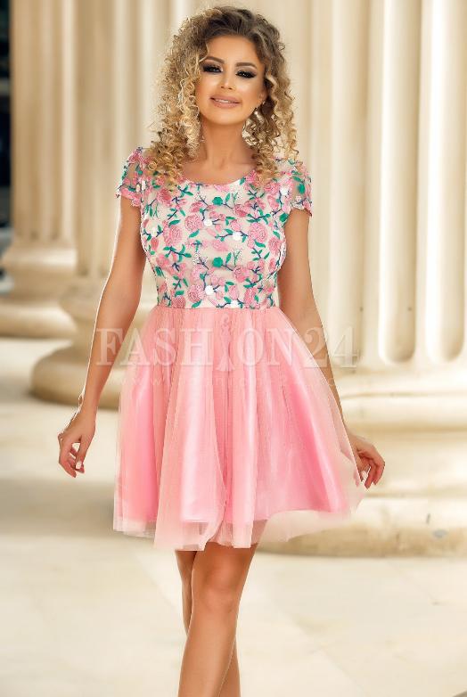 Rochie eleganta de seara, roz, cu bustul confectionat din broderie florala iar fusta in clos