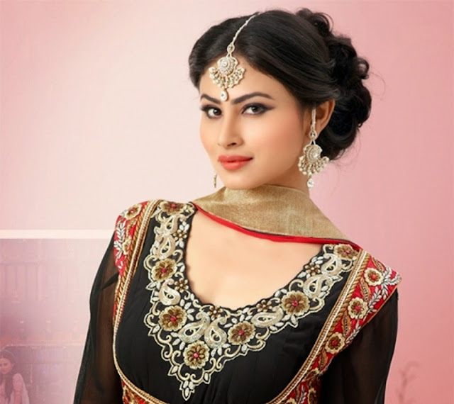 gorgeous-mouni-roy-image