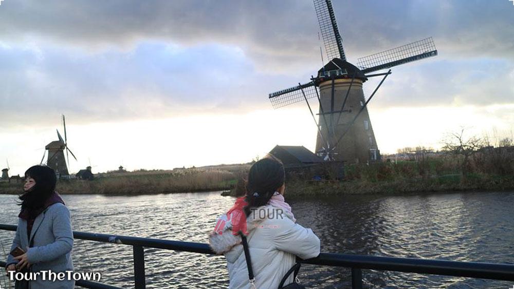 Solo Female Traveller Europe The windmills of Kinderdijk