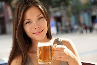 Les 6 meilleures utilisations de la bière pour votre peau et vos cheveux
