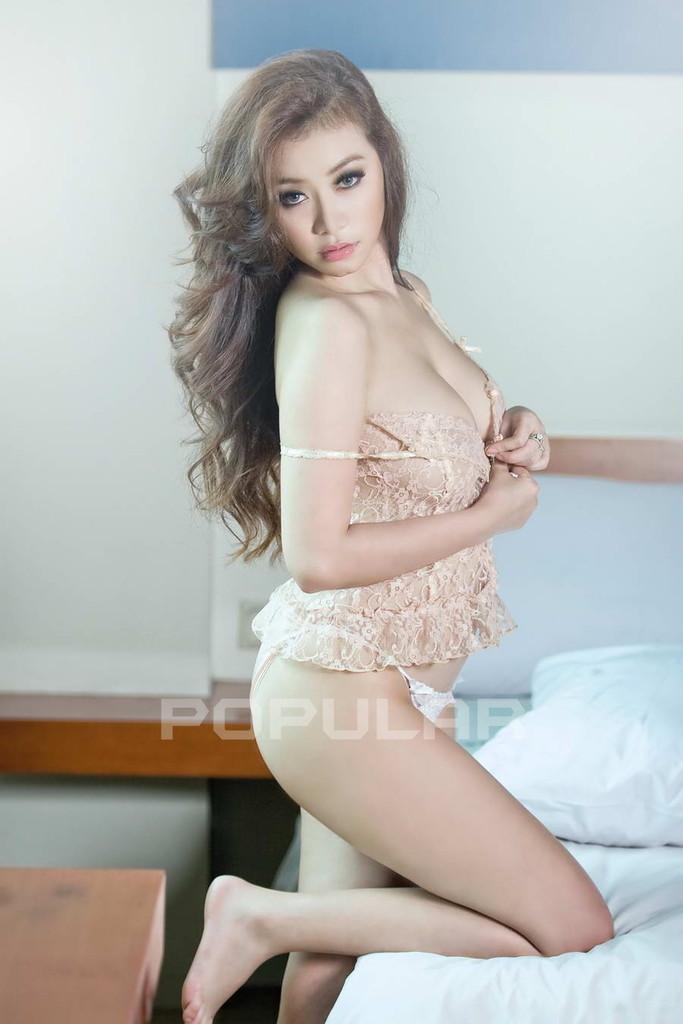Foto modelo asia telanjang