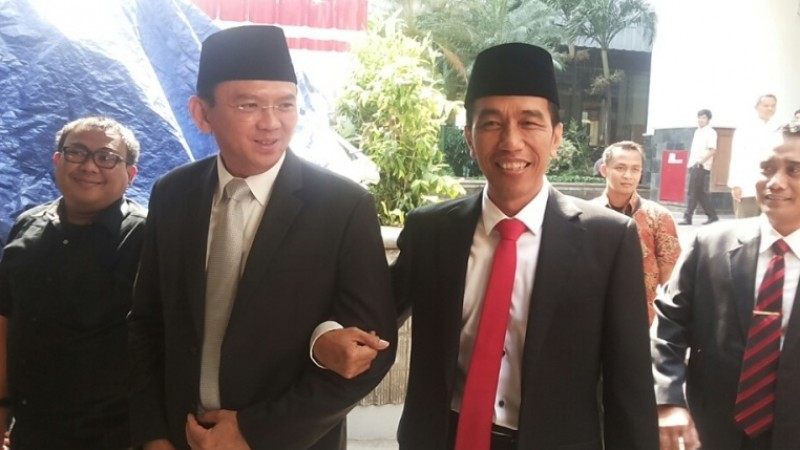 Ahok dan Jokowi bergandengan tangan