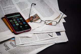 Téléphone, réseaux sociaux, journeaux