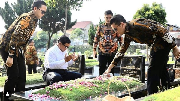 Masa Tenang, Prabowo Ziarah ke Makam Orang Tuanya