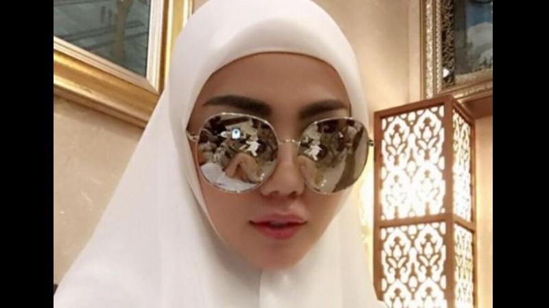 Foto selfie Bella Shofie berhijab
