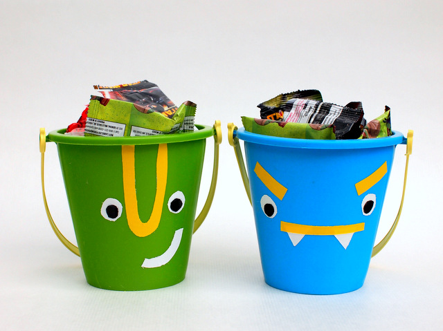 Create your own Halloween Treat Containers- super easy way to upcycle a sand toy!
