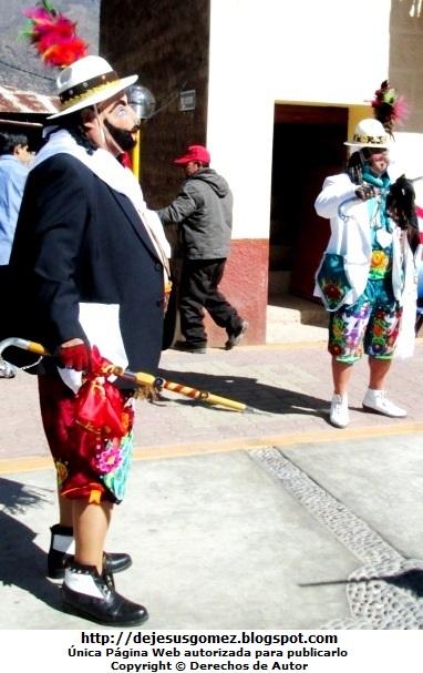 Foto de Príncipes de la Tunantada en la Plaza de Santa Cruz de Andamarca. Foto de príncipes de Jesus Gómez