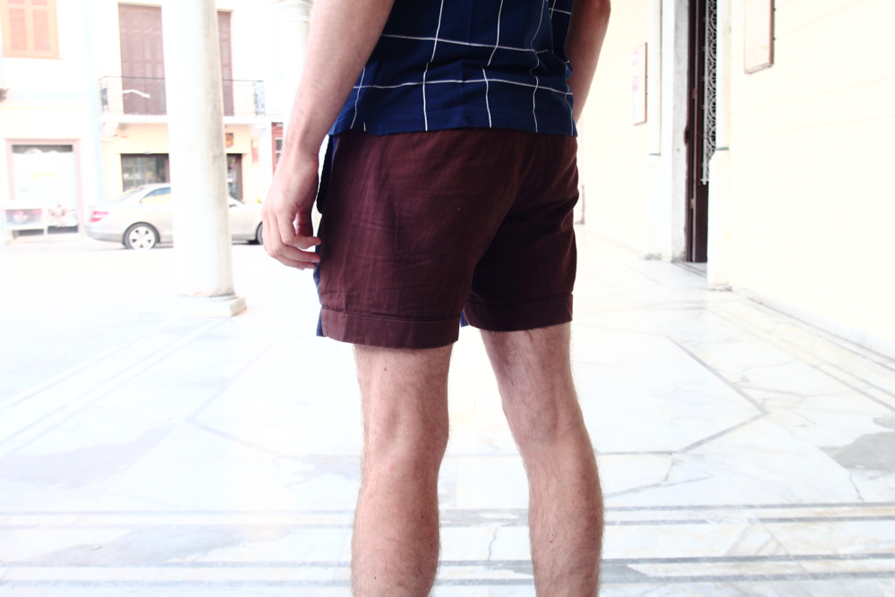 blog-mode-homme-masculine-voyage-grece-polo-lacoste-bleu-motif-geometrique-carreau-short-look-sandales-cuir-naturel-made-in-fance-vacances-nauplie-preppy-menstyle--gay-parisien-bordeaux-paris-blogueur - 2