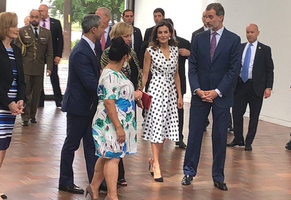 Queen Letizia wore Matilde Cano Dress at San Antonio Museum of Art. President Donald Trump and First Lady Melania Trump met Queen Letizia