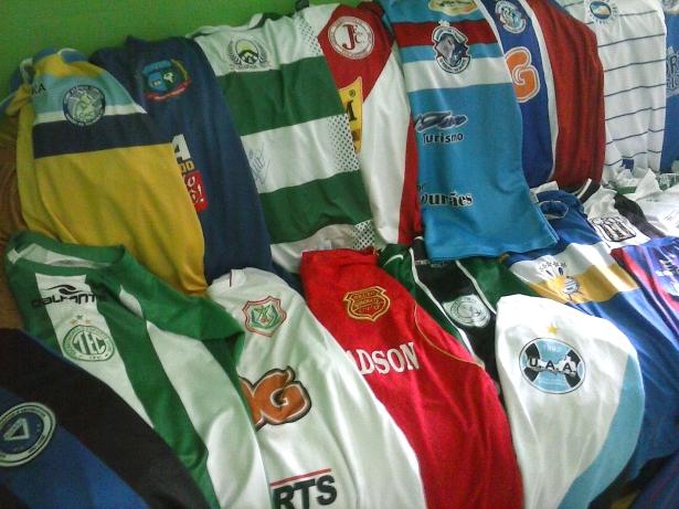 Morador de Lavandeira conta sua paixão de colecionar camisas CAM00783