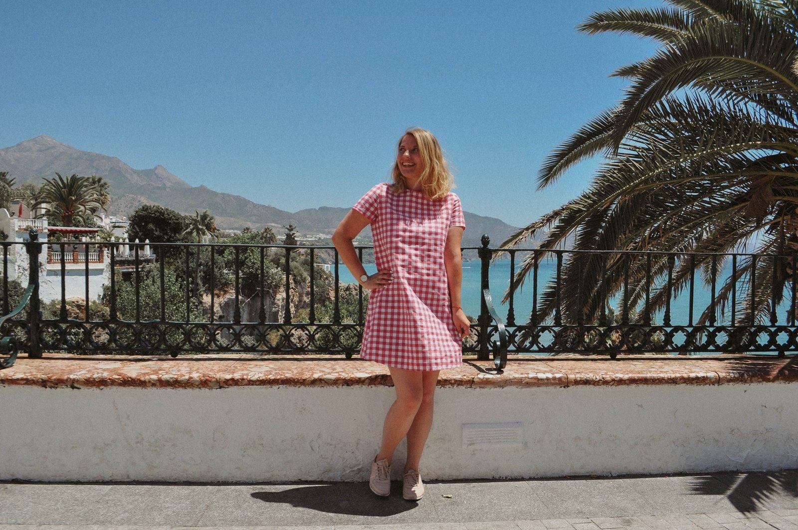 1 sukienka dziewczęca krata ubrania dla mam i córek krata różowa sukienka trapez 100% handmade polskie marki wspieram polskie nosze blog modowy melodylaniella fashion beauty style łódź inspiracje hiszpania w co się ubrać