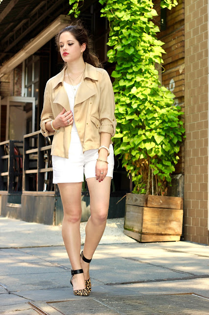 Nyc fashion blogger Kathleen Harper wearing a nice shorts outfit